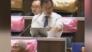 Hükümete tepki gösteren milletvekili kürsüde kolunu kesti