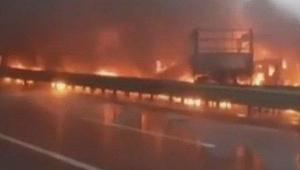 Çin'de 43 araç birbirine girdi! Ortalık savaş alanına döndü