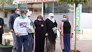 Evlatlarını HDP ve PKK'dan istemek için eylem yapanlara iki aile daha katıldı