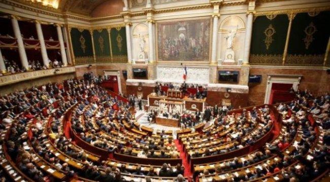 Fransa'da tartışmalı 'Küresel Güvenlik' yasa tasarısı kabul edildi