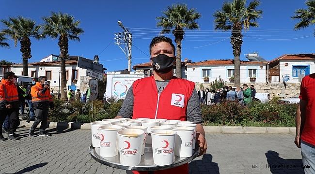 Kızılaydan İzmir Depremzedelere Sıcak Yemek