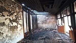 Siirt'te bir cami yakıldı