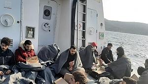 Yunanistan'ın ölüme terk ettiği 12 göçmeni Türkiye kurtardı