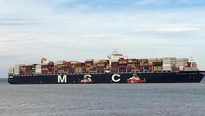 Dev gemi Çanakkale Boğazı'nda arızalandı