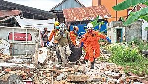 Endonezya'da deprem! 42 ölü