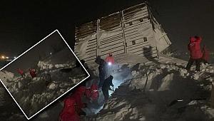Rusya'da korkutan anlar: Evlerin üzerine çığ düştü!