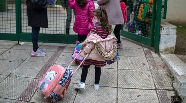 Yunanistan'dan koronavirüse 'açık pencere ve battaniye' çözümü