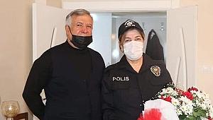Eşinin çocukluk hayalini Sevgililer Günü'nde gerçekleştirdi; 65 yaşında polis kıyafeti giydi