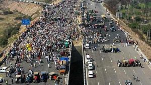 Hindistan'da çiftçiler protestolarının 100. gününde