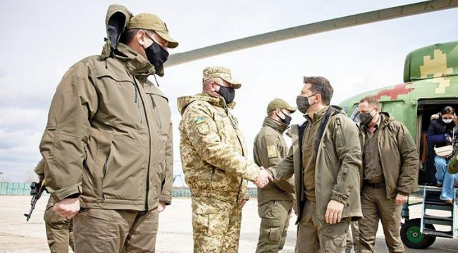 Zelenski, Rusya ile savaş cephesine gitti