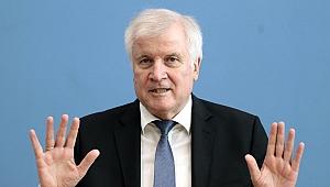 Almanya İçişleri Bakanı Seehofer, Kovid-19'a yakalandı