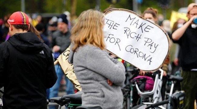 Berlin'de hükümetin Kovid-19 salgınında izlediği politika protesto edildi