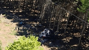 İtalya'da teleferik faciası: 15 kişi hayatını kaybetti