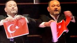 Türk bayrağı yırtan ırkçı vekil Yunanistan'a teslim edilecek!