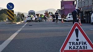 Bağcılar'da takla atan otomobilde bulunan 2 kişi yaralandı