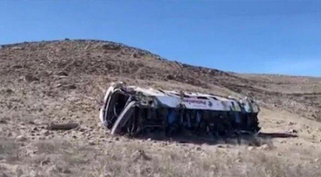 Peru'da otobüs uçuruma yuvarlandı! 27 ölü 16 yaralı...
