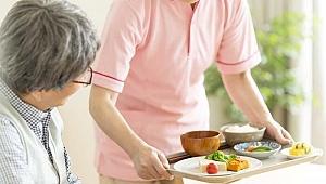 Yaşlılık döneminde doğru beslenme nasıl olmalıdır?