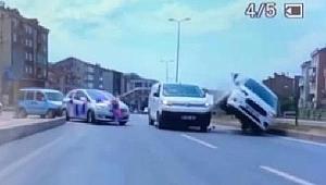 Düğün konvoyuna çarpmamaya çalışırken kaza yaptı: 3 yaralı