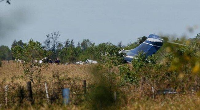 ABD'de bariyerlere çarpıp alev alan uçaktaki 21 kişi kurtuldu