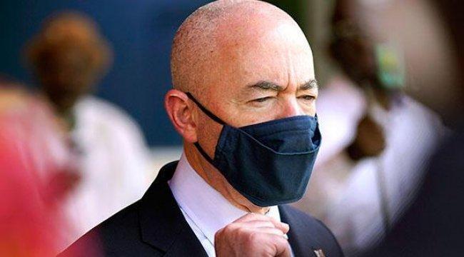 ABD İç Güvenlik Bakanı Mayorkas koronavirüse yakalandı