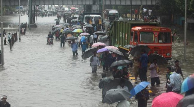 Hindistan'da sel felaketi: En az 18 ölü, onlarca kayıp var
