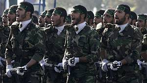 İran'da Devrim Muhafızları Alana İndi