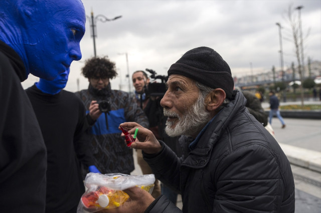 Blue Man Group Eminönü'nde Halkı Şaşırttı