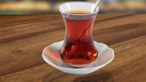 Sıcak Çay İçerken Dikkat