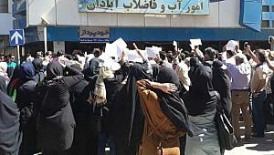 İran'da Halk Yine Sokaklarda