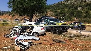 İYİ Parti Adayının Aracı Otomobille Çarpıştı: