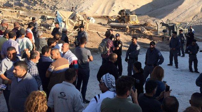 Filistinliler, İsrail'in Han el-Ahmer Köyü'nü yıkmasına izin vermedi