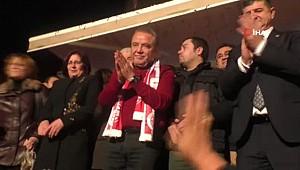 Antalya'da CHP'li Böcek'e Sevgi Seli