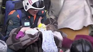 10 aylık bebek 35 saat sonra enkazdan canlı çıktı