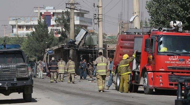 Afganistan'da valiye bombalı saldırı