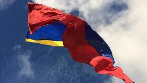 Venezuela'da muhalefetten beyaz kıyafet hamlesi