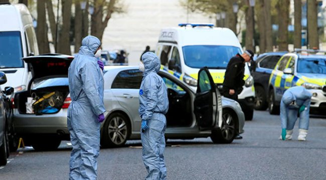 Londra'da Büyükelçilik aracına saldırı