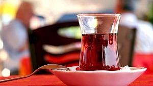 Milyonlarca insanın tiryakisi olduğu çay ile ilgili muhteşem bir fayda