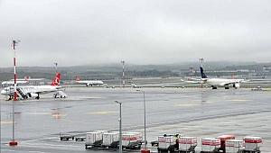 Olumsuz hava koşulları İstanbul Havalimanı'nda aksamalara neden oldu