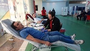 Türk Telekom çalışanları, 7 farklı lokasyon ve 5 ilde Kızılay'a kan bağışında bulundu.