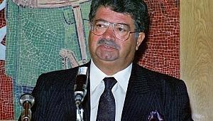 Türkiye'nin 8.Cumhurbaşkanı olan Turgut Özal,17 Nisan 1993 tarihinde hayatını kaybetti.